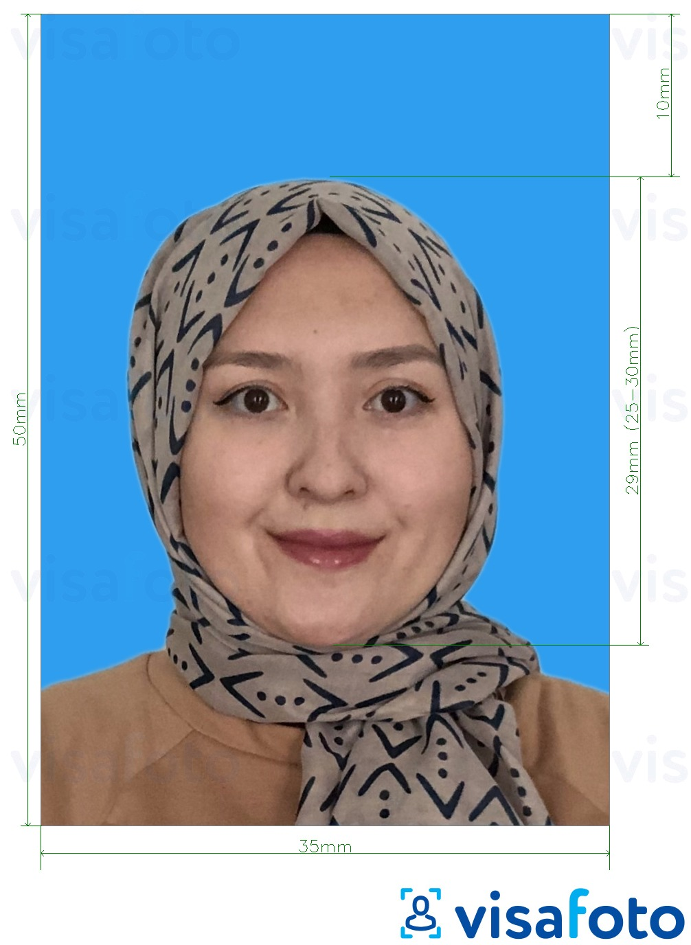 Example of photo for Malaysia Passport 35x50 mm blue background with exact size specification